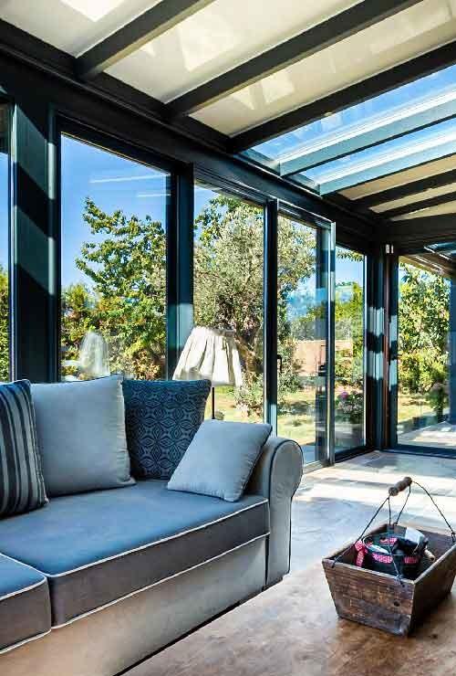 veranda-gris-anthracite-toit-vitre-stores-salon