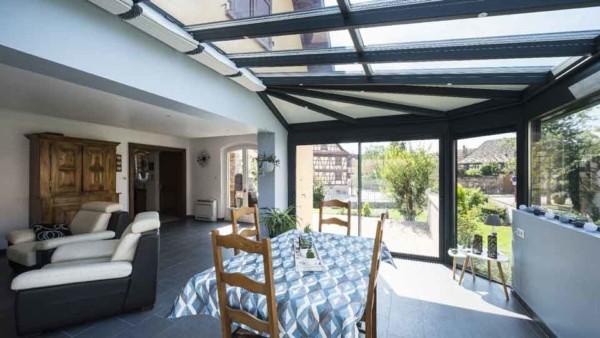 veranda-toit-vitre-gris-anthracite-salle-a-manger