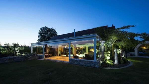 veranda-blanc-toit-vitre-jacuzzi-piscine-spa-leds