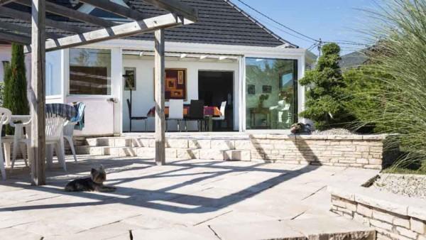 veranda-blanc-toit-vitre-salle-a-manger