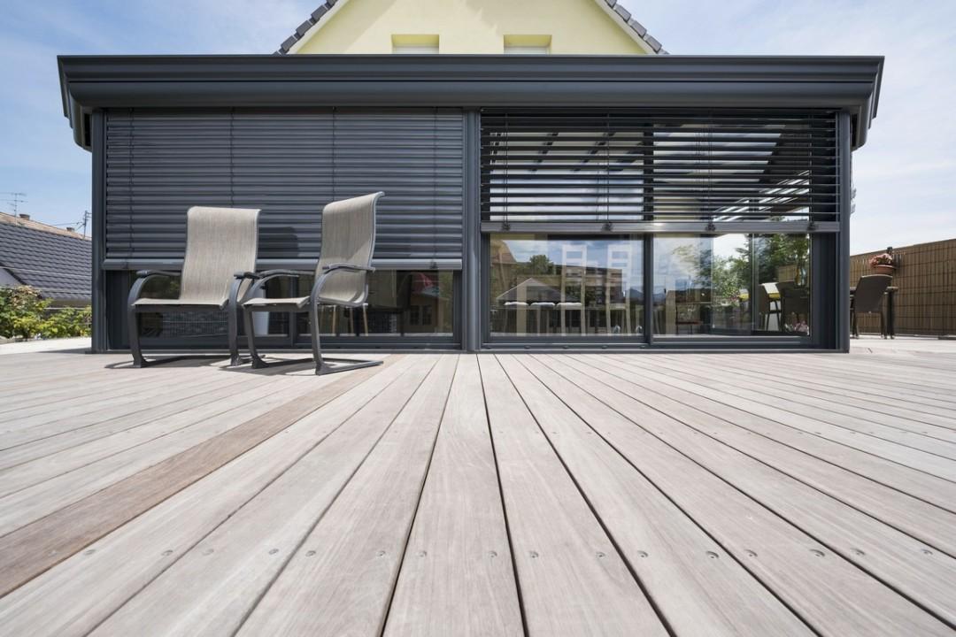 veranda-gris-anthracite-terrasse-stores