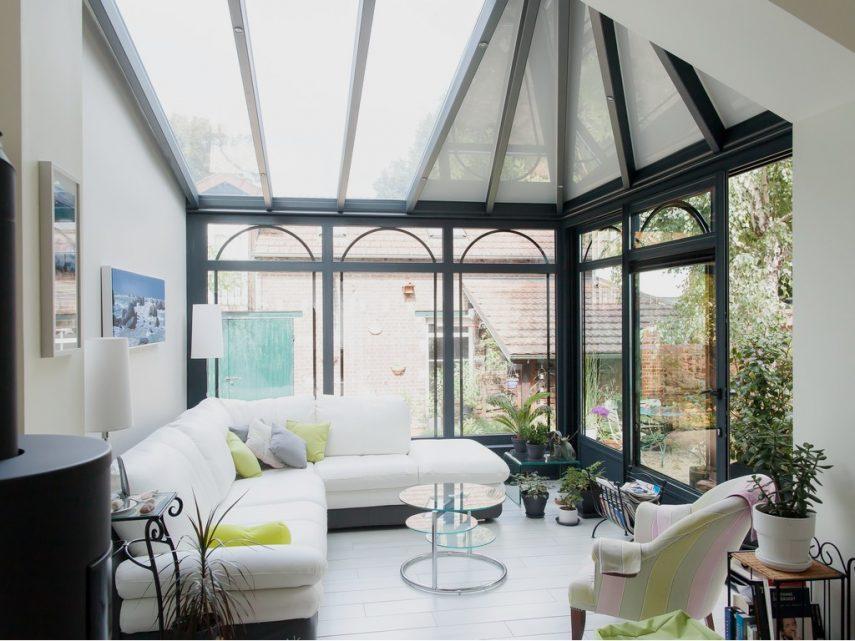 veranda-toit-vitre-leds-salon