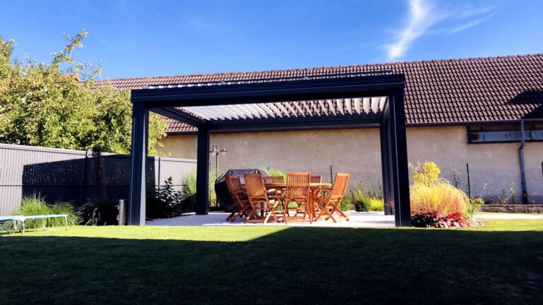 pergola-lames-orientables-jardin