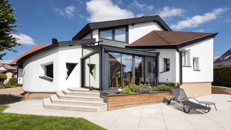 veranda-gris-anthracite-toit-vitre-prolongement-maison