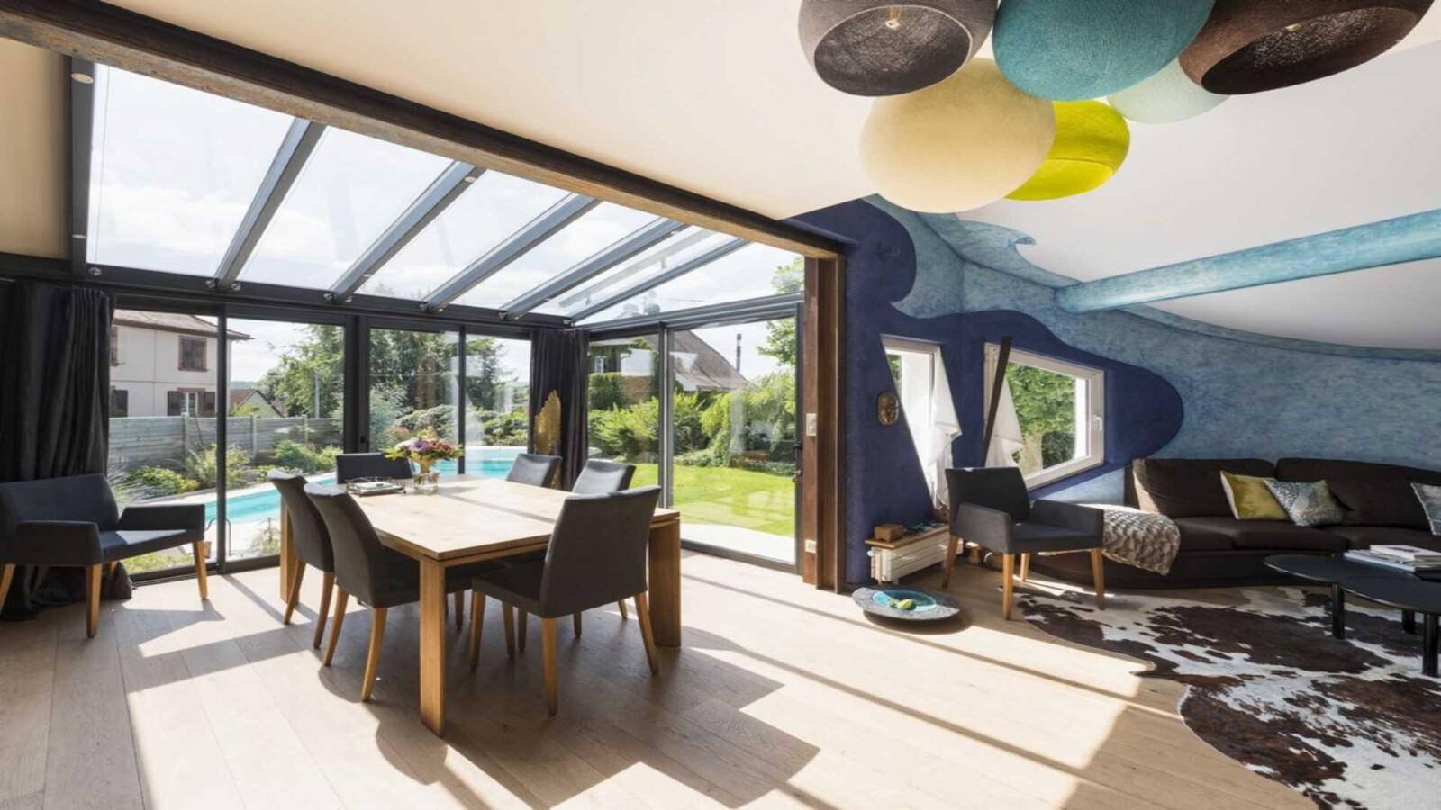 veranda-gris-anthracite-toit-vitre-salle-a-manger-salon