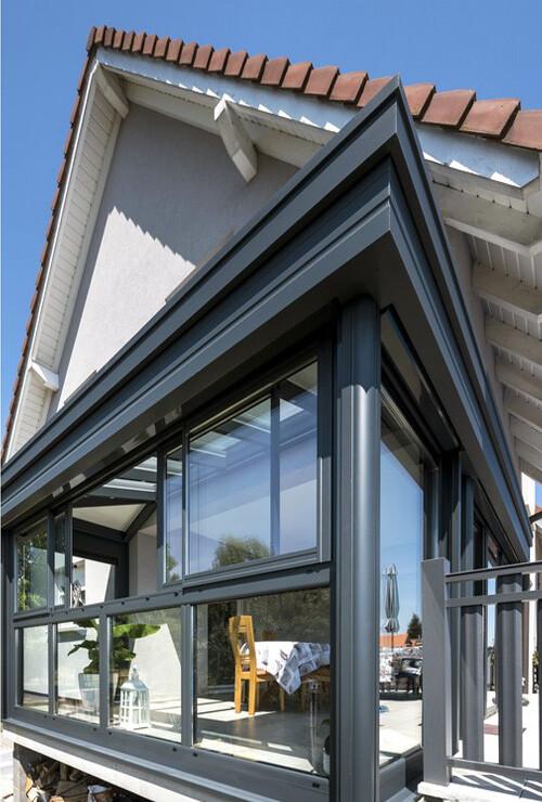 veranda-gris-anthracite-toit-vitre-piece-a-vivre