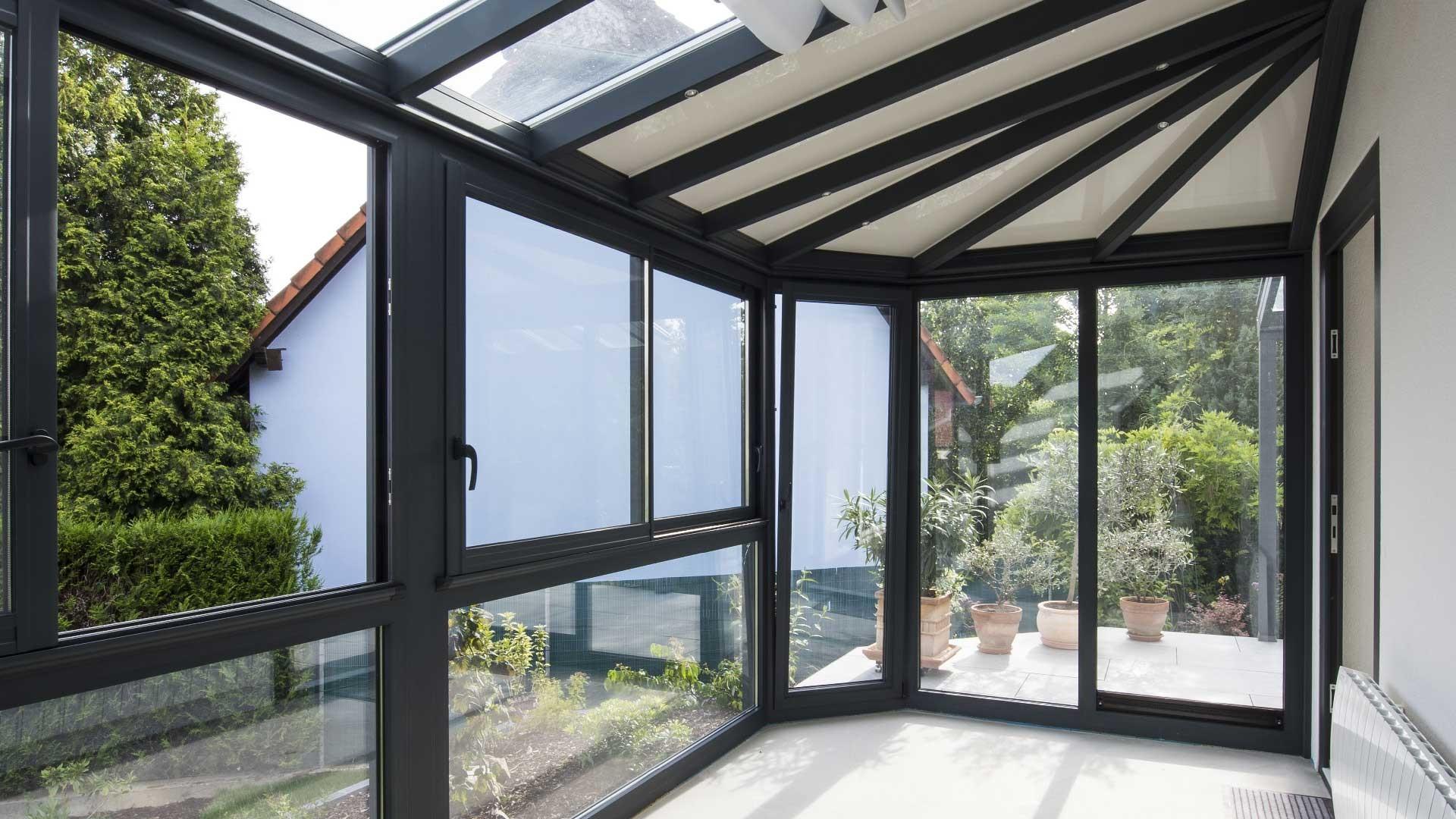 Veranda moderne avec toit vitré - Le Vérandier