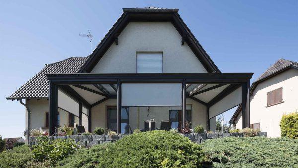 Pergola-vitree-toit-stores-verandier-by-tryba